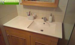 Z renovované koupelny našeho zákazníka: umyvadlová deska s umyvadlem Arctic