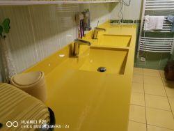 Dvojumyvadlová deska v hořčičné žluté barvě s umyvadly ARCTIC