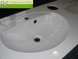 Bílá, tříumyvadlová deska Flexible60, osazená umyvadly FJORD55 a otvory pro vhoz papírových ručníků